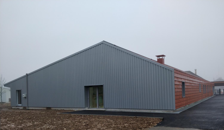 École maternelle de La-Ville-aux-Clercs dont l'isolant paille assure des perfromances à la norme BEPOS