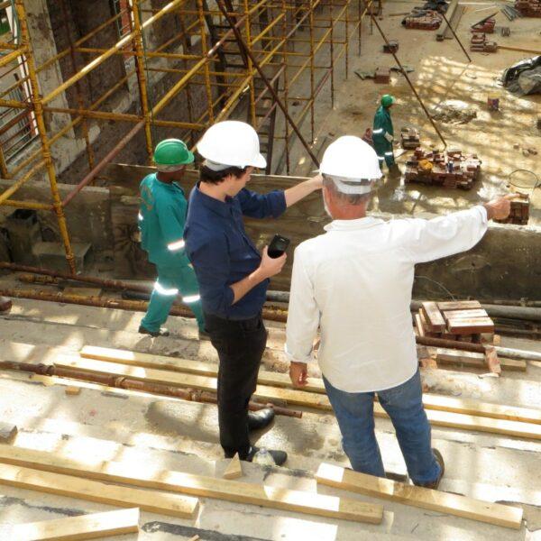 Discussion sur un chantier paille